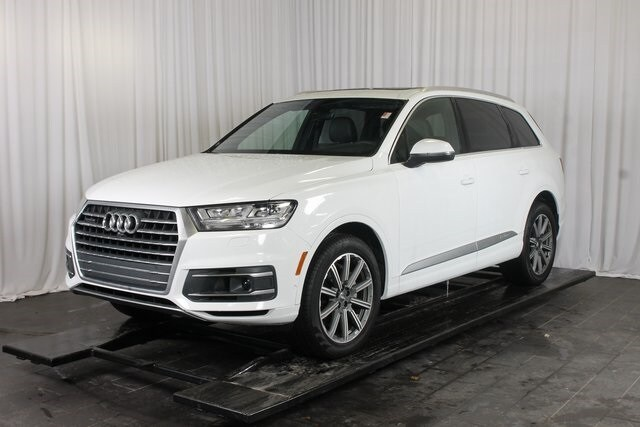 Experience the Luxurious and Capable 2019 Audi Q7 at Thelen Audi in Bay City